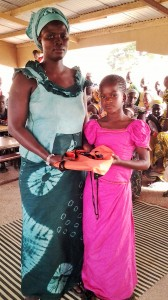 Aminata en CE1  a reçu le prix d'écriture